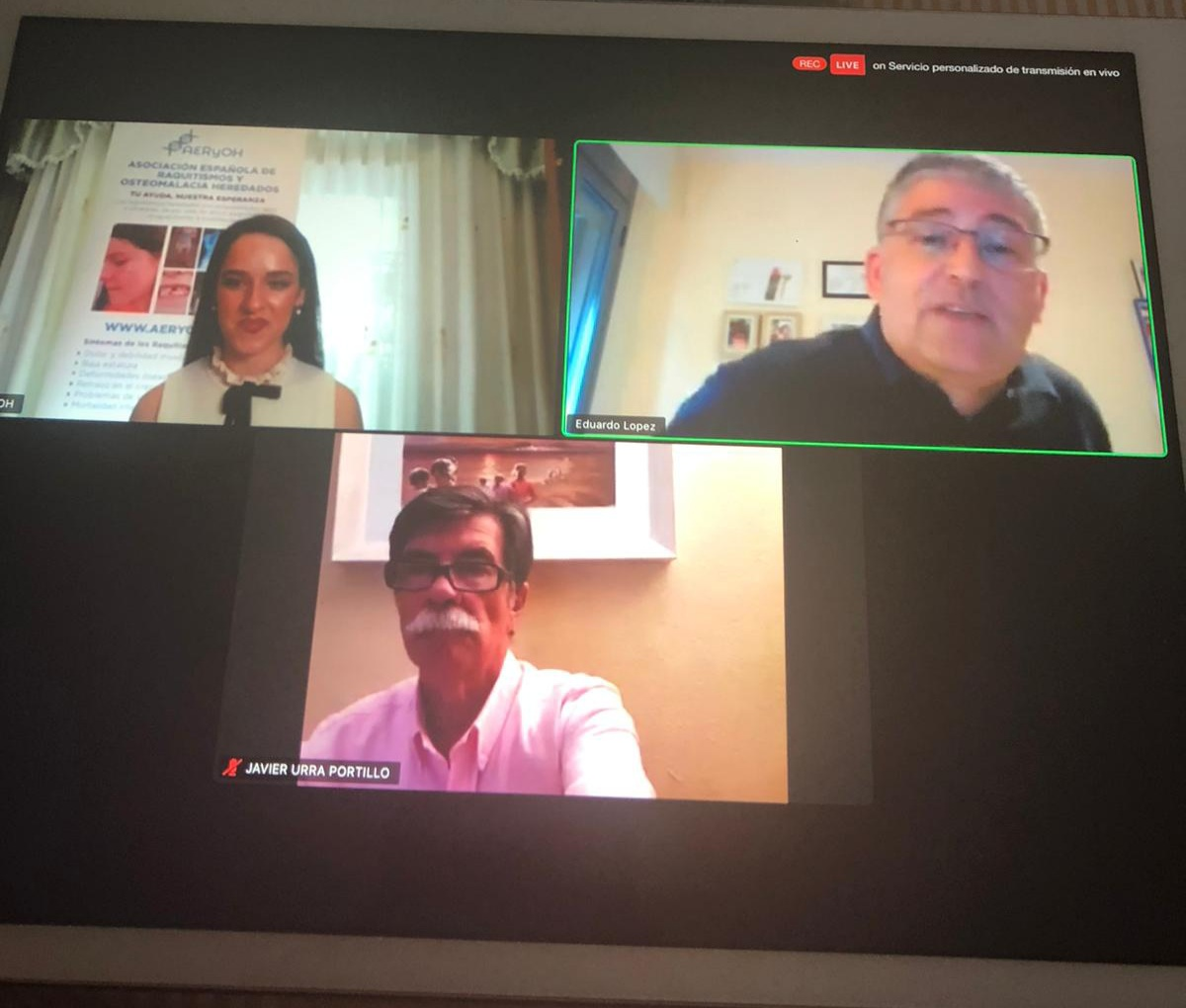 DR. JAVIER URRA EN SU PONENCIA JUNTO A D. EDUARDO LÓPEZSANTAMARÍA (PRESIDENTE DE AELALD) Y DÑA. AINHOA NOTARIO FERNÁNDEZ (COORDINADORA DE AERyOH)
